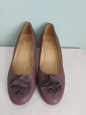 £17 • Buy K By CLARKS Plum Leather Court Shoes Size UK 6 WIDE FIT Leather Flower Trim
