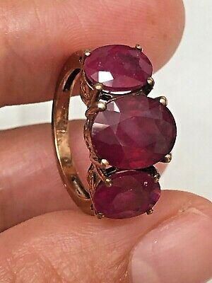 £199 • Buy 9ct Yellow Gold Three Stone Red Ruby Ring Size J 1/2