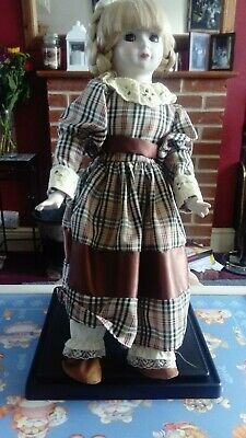 £5 • Buy Porcelain Doll In Brown Check Dress With Stand