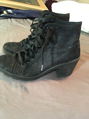 £7 • Buy Size 7 Black Heeled Lace Patterned Boots From Red Herring