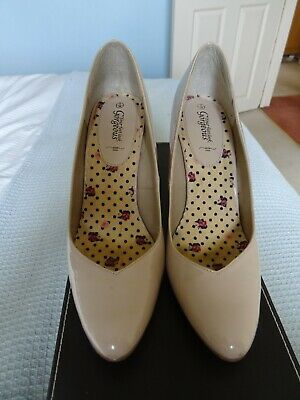 £7 • Buy New Look Stone Coloured Patent Shoes Size 5