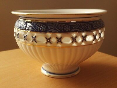 The Regal Bone China Collection Footed Bowl  Chloe  Roughly 3 1/2 H And 5 1/4 A • 4.99£