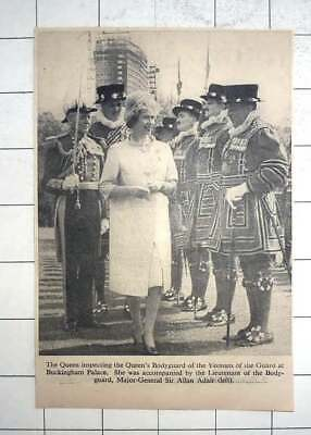 1962 Queen Expecting Yeomen Of The Guard At Buckingham Palace • 5£