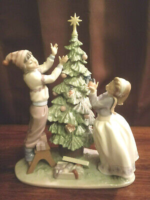 $399.99 • Buy Lladro - Christmas   Tree Trimming   Boy And Girl 13  Tall Large Figurine Rare
