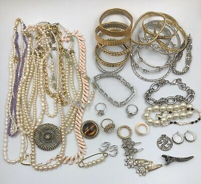 $ CDN40.81 • Buy Lot Of Vintage To Now Costume Jewelry #119