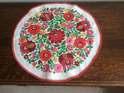Wonderful Vintage Hand Embroidered Circular Table Runner • 9.99£