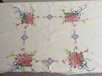 Vintage French Hand Embroidered Tablecloth And Six Napkins • 14.50£