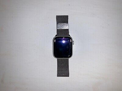 $ CDN500 • Buy Apple Watch 4 Aluminum 40mm Silver W/Sport & Milanese Bands And AppleCare+