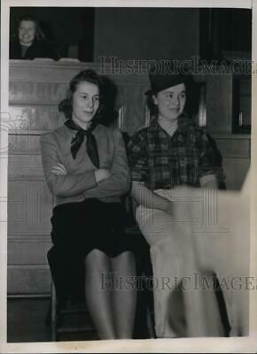 $ CDN24.25 • Buy 1939 Press Photo Students Dorothy Barney & M Truesdale In Mock Trial Illinois