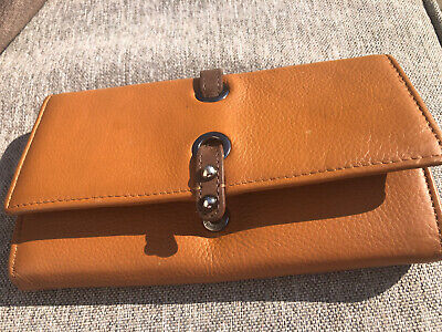 Jane Shilton Tan Leather Purse • 1.50£