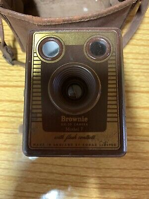 Brownie Old Camera Model F • 15£