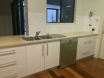 AU3500 • Buy 2nd Hand Full Kitchen With 900mm Cooker
