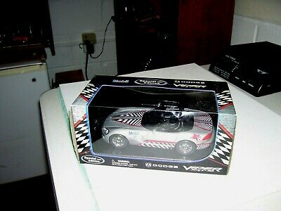 $16.51 • Buy Maisto Mobil 2004 Dodge Viper SRT-10 1/24, NIB