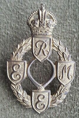 Pre Owned. Original WW2 Royal Electrical And Mechanical Engineers Cap Badge • 15£