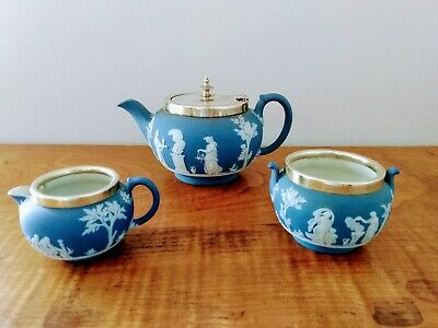 A Vintage Wedgewood 3 Piece Blue And White Tea Set.. • 50£