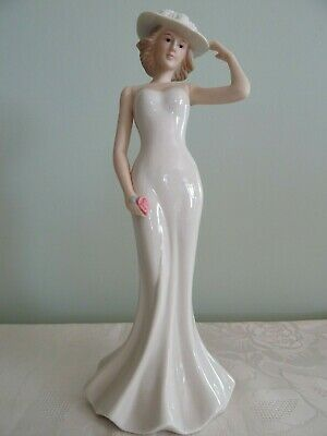 SBL Regal Collection Paula China Figurine- No 94 • 2.80£