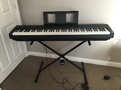 Piano Digital Yamaha P45 Black With Stagg Stand • 195£