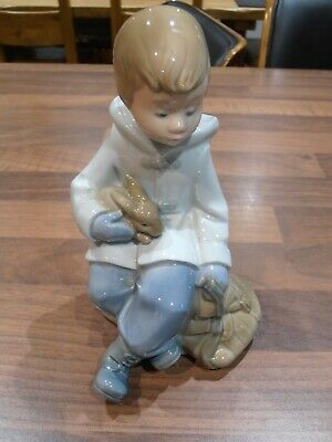 Lladro Nao Figurine Of A Seated Boy With Rabbit • 10.50£