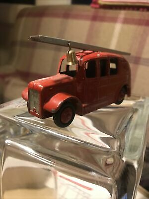 Unboxed Dinky Toy Red Streamlined Fire Engine No. 250 • 1.40£