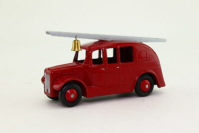 Dinky Toys 250; Streamlined Fire Engine; Red, Tinplate Base; Repainted • 9.99£