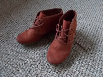 CLARKS Ladies TAN Suede Wedge Ankle Boots Size 4 • 5£