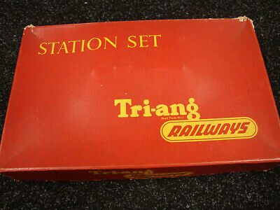 Hornby Triang Station Set • 3£