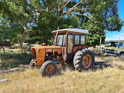 AU8900 • Buy 2 Fiat Tractors With Slasher