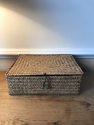 A Beautiful Small Wicker Trinket Basket Box With A Lid Ideal For Little Storage • 5£