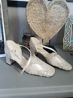 White Satin And Silver Lace Wedding Shoes Size 3 • 15£