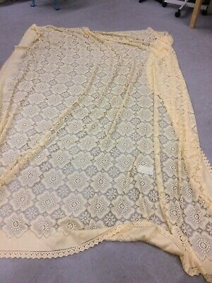 Large Lace Single Bedspread/tablecloth/throw - Creamy Yellow Colour - Acrylic -  • 10£