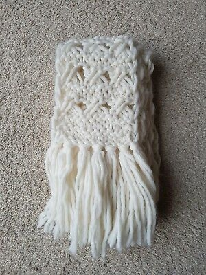 £4.50 • Buy Womans Cable Knit Cream Scarf