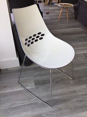 £200 • Buy 6 Six White High Gloss Dining Chairs