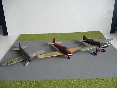 £2.70 • Buy Joblot  Collection  Of Built  Airfix  Models For  Spares  Or  Repair 1.72