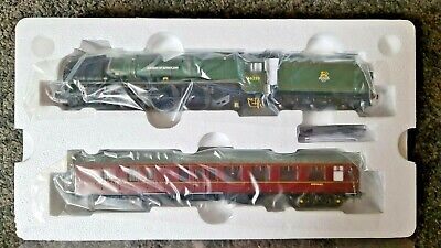 £174.99 • Buy Hornby R3221 LMS Dutchess Of Sutherland & Support Coach Pack 46223 DCC R MINT