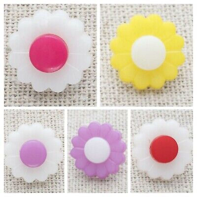 £2.20 • Buy 10 Daisy Flower Buttons 15mm Baby, Childrens BUTTONS, Craft Supply