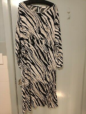 AU30 • Buy Villa Clothes Black And White Dress In Size 42