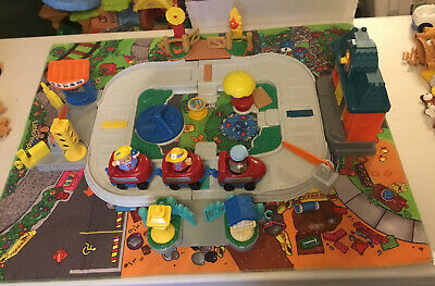 £14.99 • Buy Vintage Fisher Price Little People Village Square Train Set With Playmat