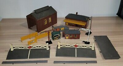 £3.20 • Buy Job Lot Triang OO Gauge Assorted Buildings, Signals, Station, Sheds Accessories