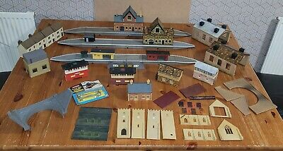 £3.20 • Buy Hornby Triang Large Station And Other Buildings Oo Gauge Cheap Set Up