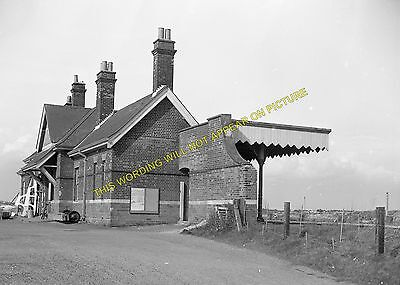 Hopton-on-Sea Railway Station Photo. Corton - Gorleston. Great Yarmouth Line (3) • 3.50£