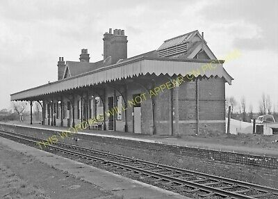 Hopton-on-Sea Railway Station Photo. Corton - Gorleston. Great Yarmouth Line (4) • 3.50£
