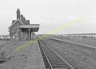 Hopton-on-Sea Railway Station Photo. Corton - Gorleston. Great Yarmouth Line (8) • 3.50£