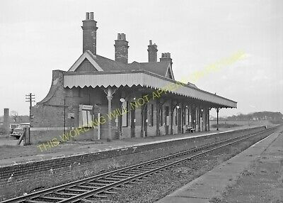 Hopton-on-Sea Railway Station Photo. Corton - Gorleston. Great Yarmouth Line (2) • 3.50£
