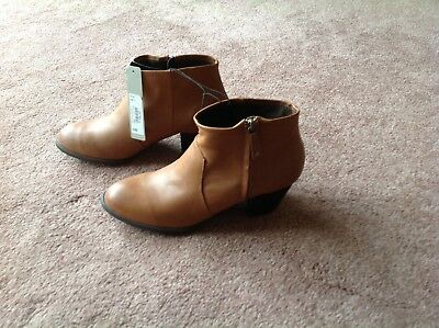 £16 • Buy Brand New Red Herring Tan Boots Size 7