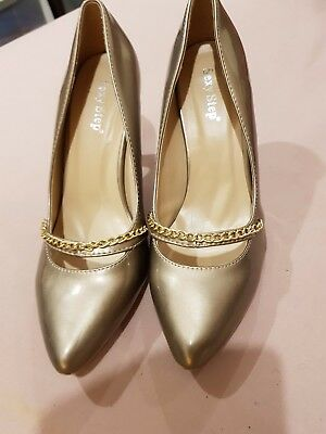 Fabulous Ladies Pewter Court Shoes Size 8 By Sexy Step In Excellent Condition • 10£