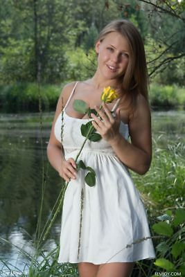 $ CDN5.32 • Buy GLOSSY PHOTO PICTURE 8x10 Viola Bailey Posing With The Yellow Rose