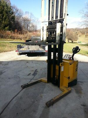 pallet stacker electric