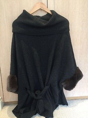 N Peal Luxury Fur Grey And Brown Cashmere Poncho One Size  • 800£