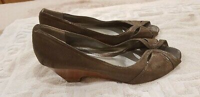 Lovely Ladies Pewter Peep Toe Wedge Shoes Size 8E By Evans Excellent Condition • 9£