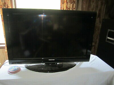 Toshiba 32C120U 32  720p HD LCD Television NO SHIPPING PICKUP ONLY IN CT 06404 • 95$